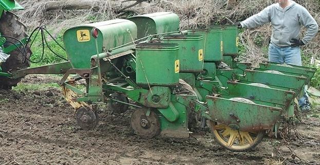 For Sale John Deere 1240 Planter